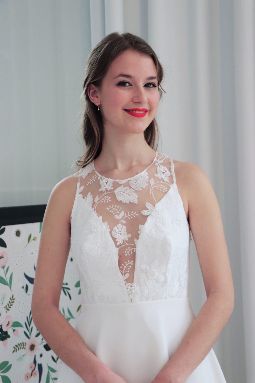 focus sur le le devant du buste de la robe de mariage civil Coralie.